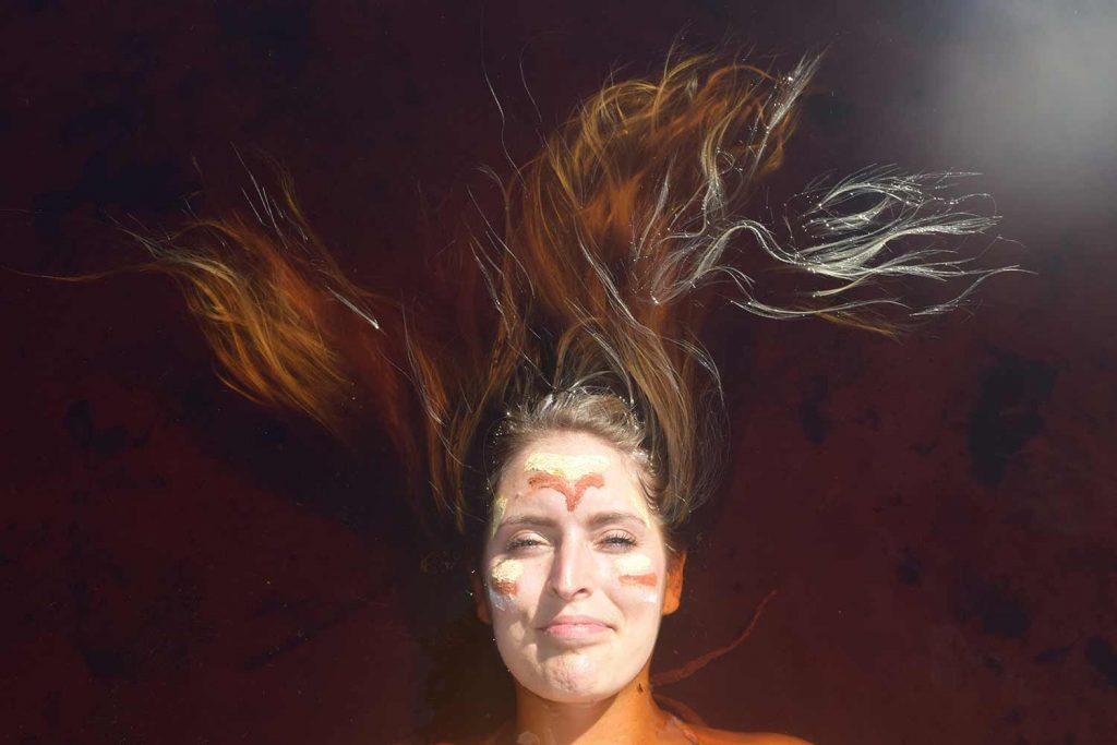 Manon Remy la tête dans l'eau